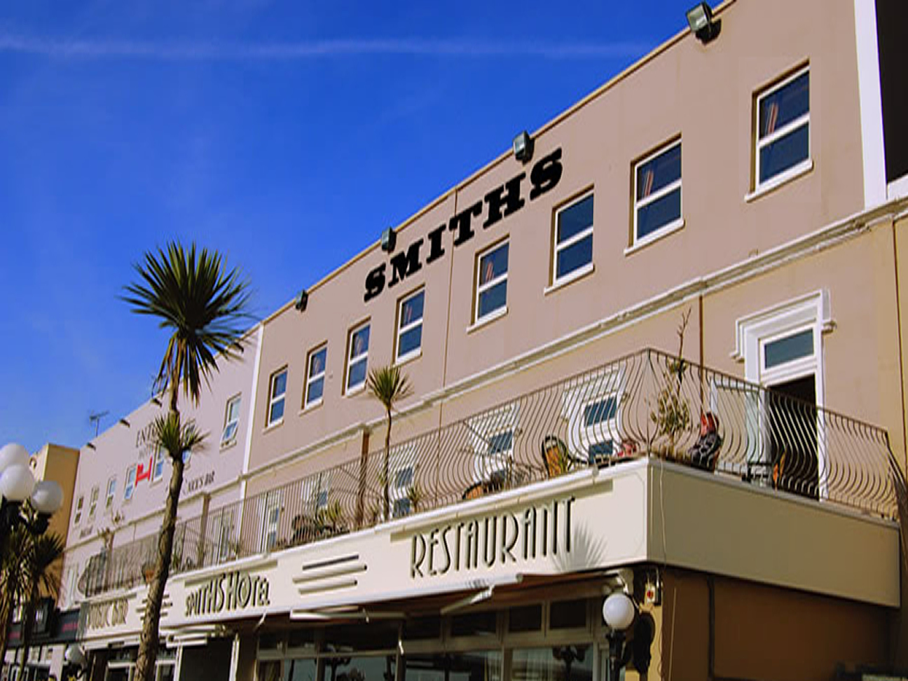 smiths_hotel_frontage_3